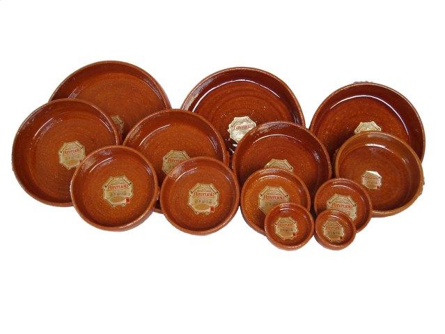 Las paelleras de barro pequeñas se utilizan para pinchos, tapas y raciones de gambas al ajillo, boquerones, huevos al plato, gulas, pulpo .